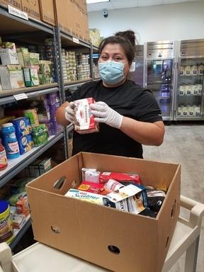 Gloria packing food boxes 2.jpg